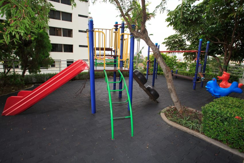 Regent on the Park 3 - kids playground