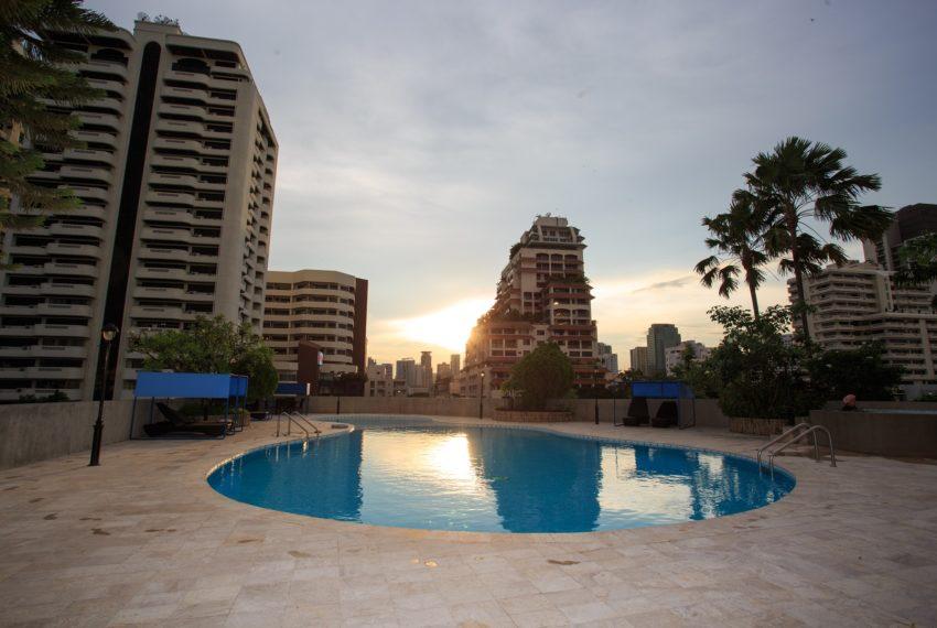 Regent on the Park 3 - sunset pool