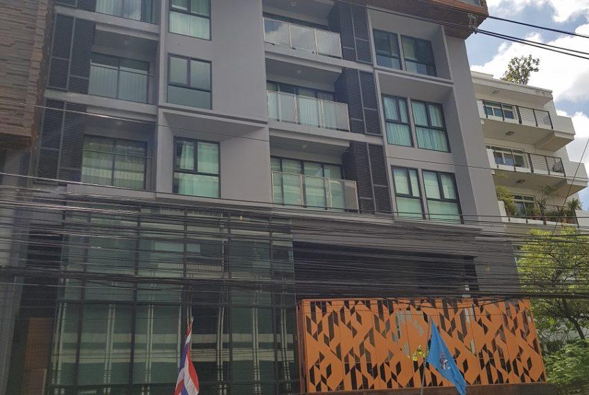 Rende Sukhumvit 23 serenity condo in Asoke - building 01