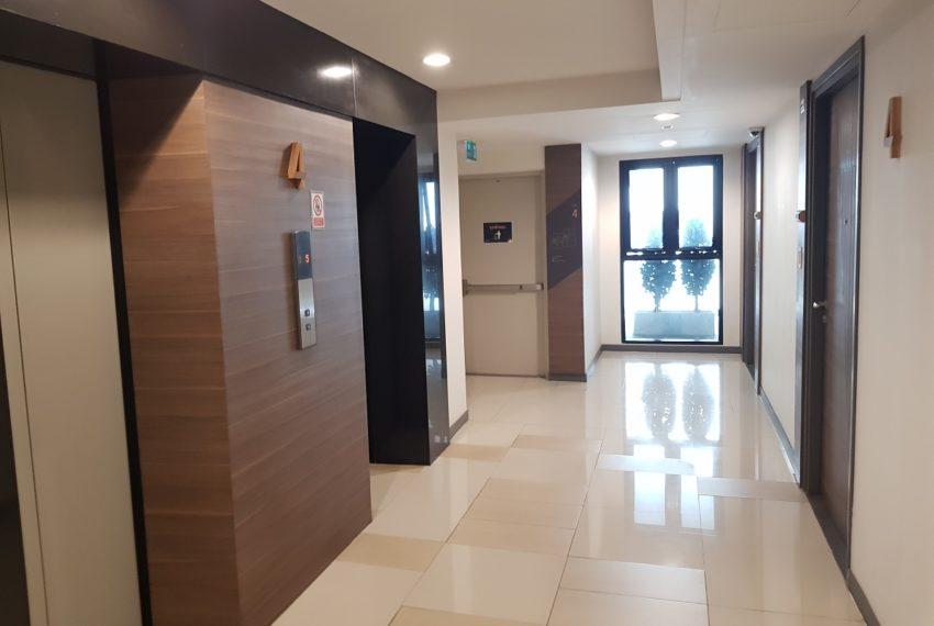 Rende Sukhumvit 23 serenity condo in Asoke - lift