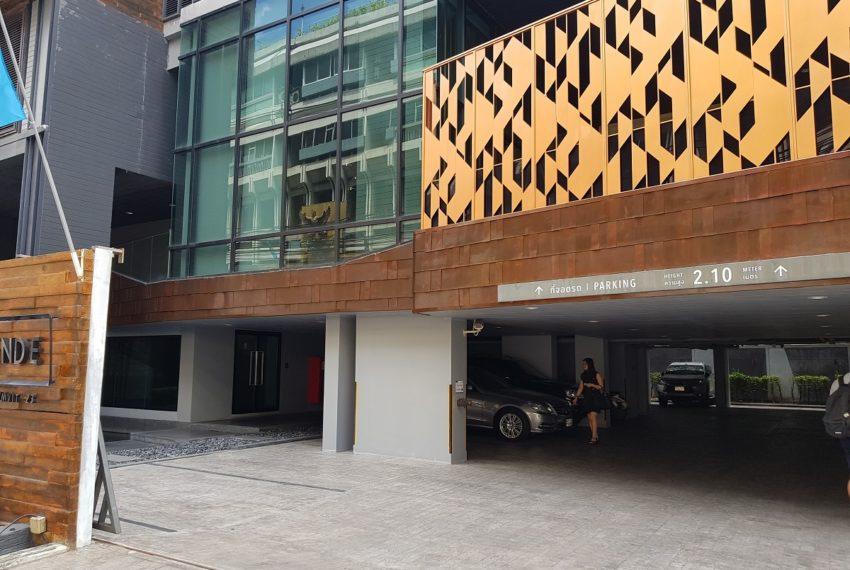 Rende Sukhumvit 23 serenity condo in Asoke - parking area