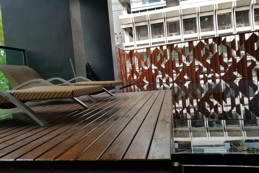 Rende Sukhumvit 23 serenity condo in Asoke - pool area