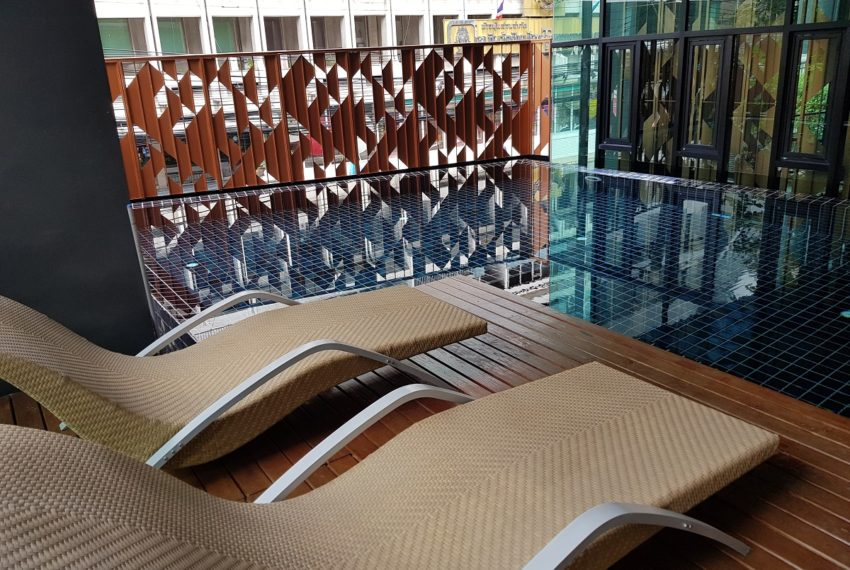 Rende Sukhumvit 23 serenity condo in Asoke - relaxing swimming pool