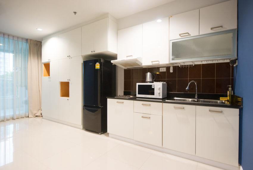 Rent Condo Near University in Sukhumvit Living Town in Asoke - kitchen