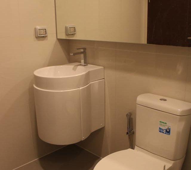 Rhuthm Asoke - 1-bedroom-Rent-high-floor-bathroom