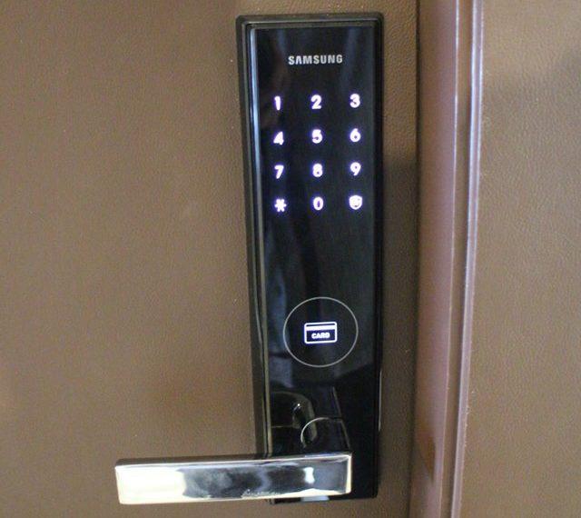 Rhuthm Asoke - 1-bedroom-Rent-high-floor-door