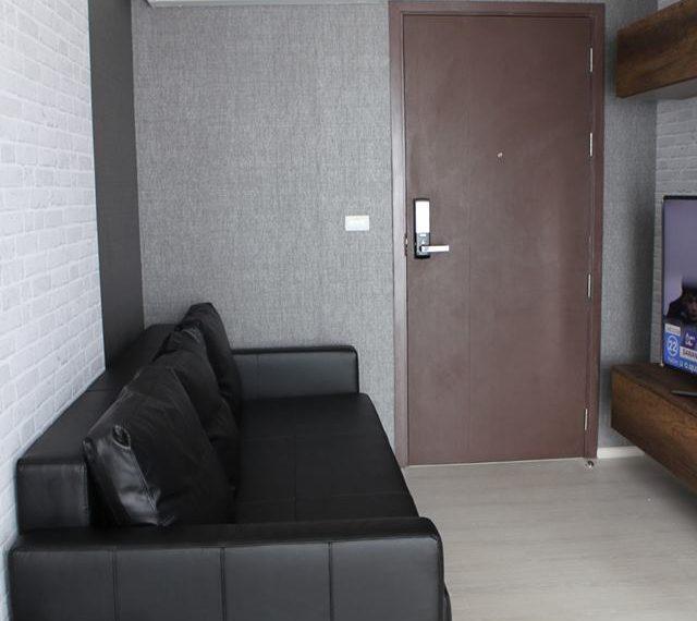 Rhuthm Asoke - 1-bedroom-Rent-high-floor-entrance