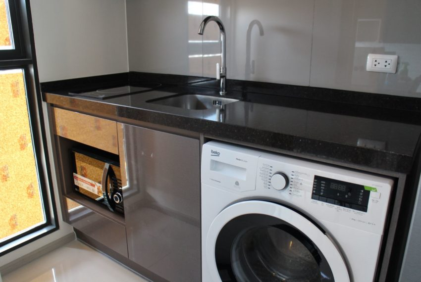 Rhuthm Asoke - 1-bedroom-Rent-high-floor-equipped-kitchen