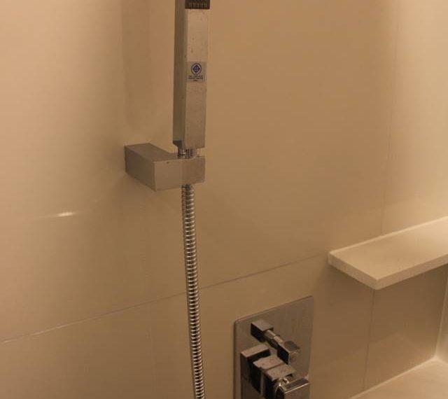 Rhuthm Asoke - 1-bedroom-Rent-high-floor-shower