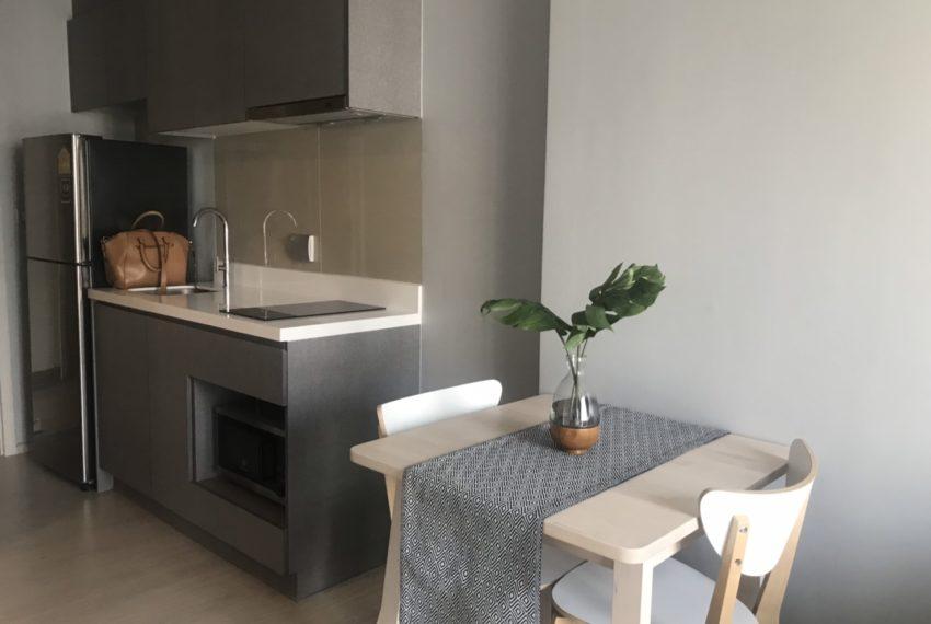 Rhythm Asoke 2- 1 bed 1 bath -Kitchennroom