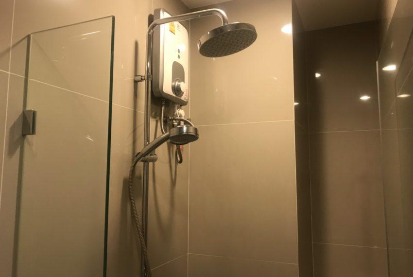 Rhythm Asoke 2- 1 bed 1 bath -bathroom