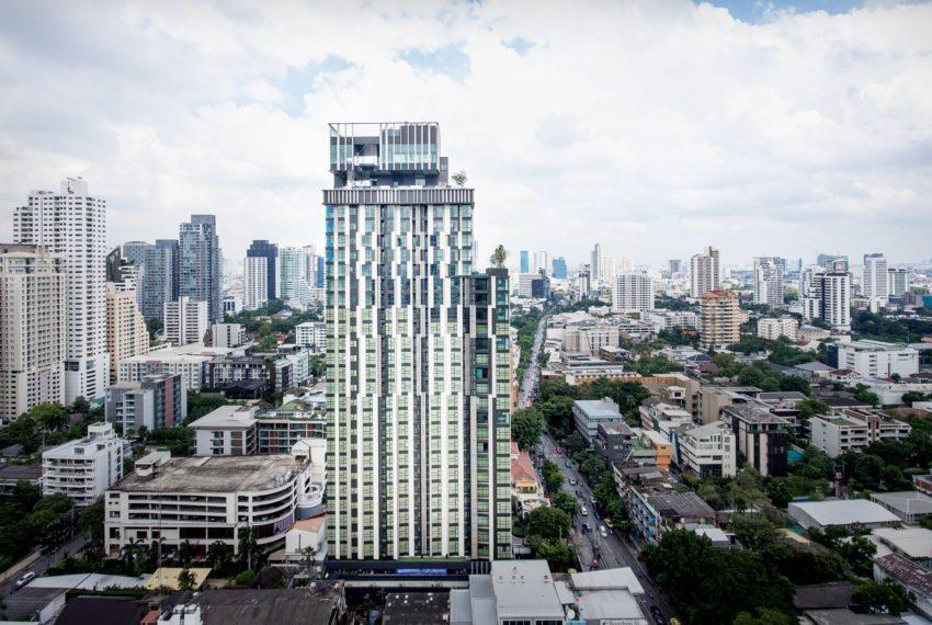 Rhythm Ekkamai condominium - building