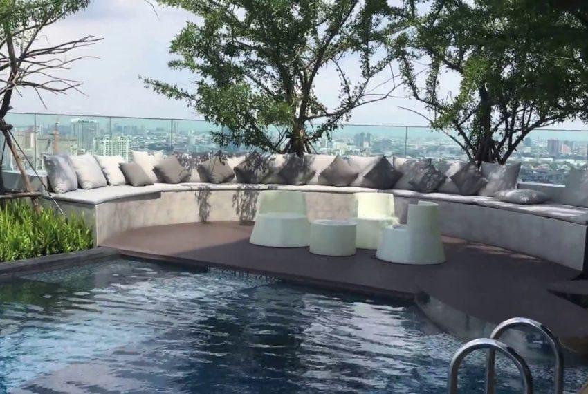 Rhythm-Sukhumvit-42-Condo-BTS-Ekkamai-pool-view