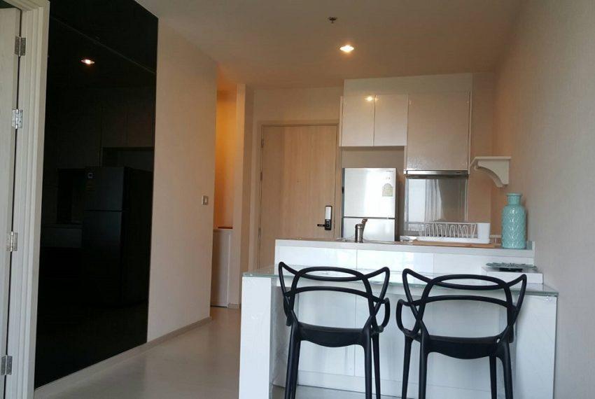 RhythmSukhumvit 42- 1b1b-Kitchen and dining corner