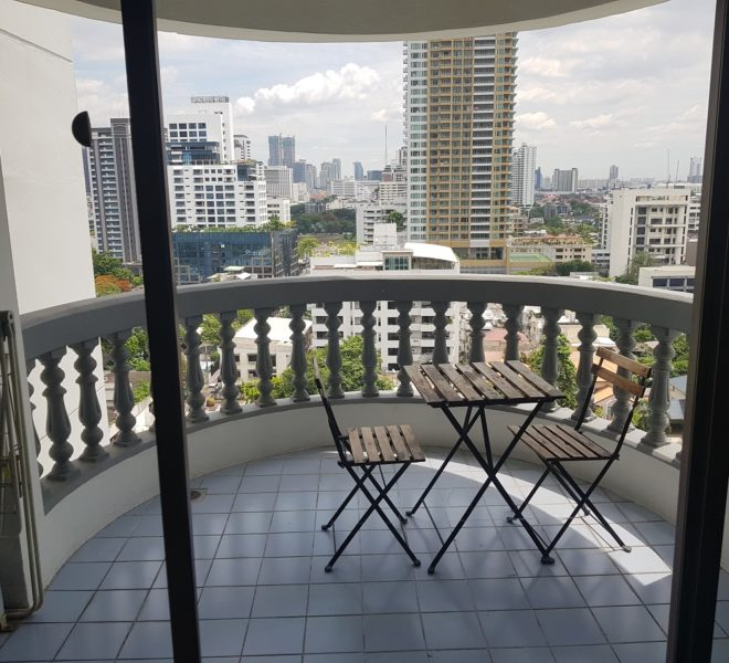 3-bedroom condo for sale in Prompong - 2 balconies - nice view - Royal Castle