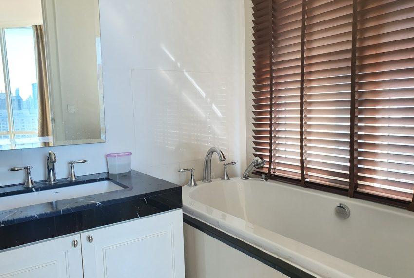Royce Private Residences 3 Bedroom - Rent - bath 1