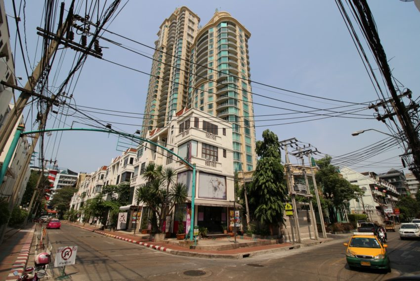 Royce Private Residences Condominium in Asoke