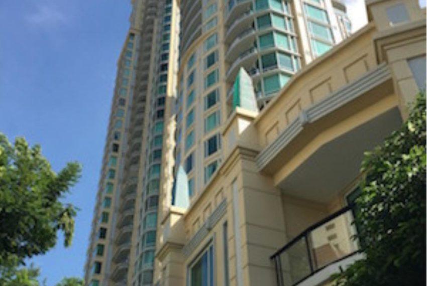 Royce Private Residences Condominium in Asoke - building