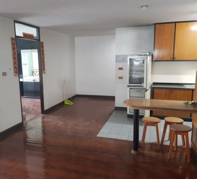 Condo for sale In Sukhumvit 15 - 2-bedroom - 2-balconies - mid-floor - renovation required - Ruamjai Heights