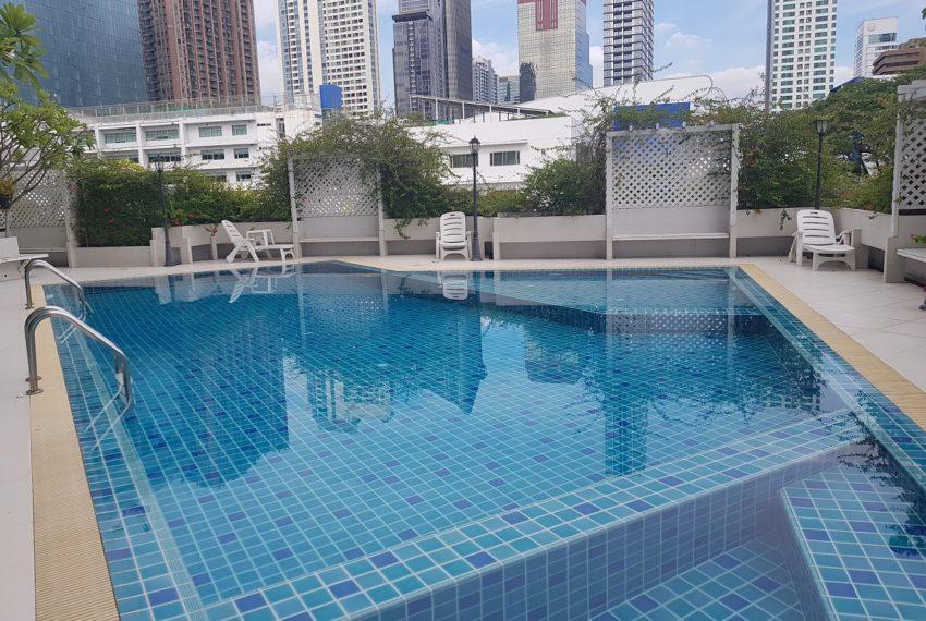 Ruamjai Height Sukhumvit 15 - swimming pool
