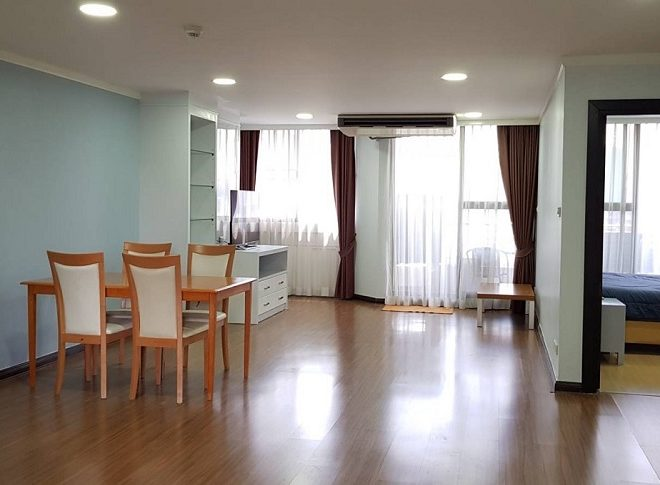 Condo for sale with a tenant in Prompong - 2-bedroom - Supalai Place Sukhumvit 39