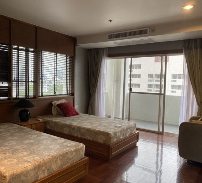 Large apartment in Sukhumvit 33 for sale - 2-bedroom - 3-balconies - 33 Tower