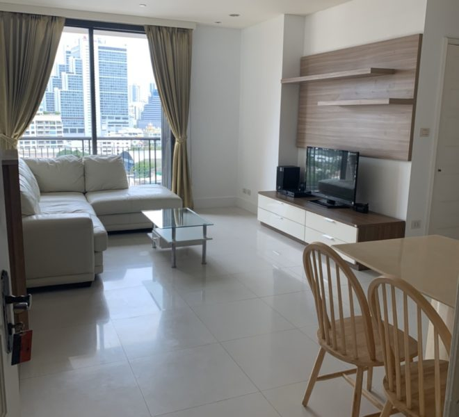 Pet-Friendly condo for sale in Sukhumvit 22 - sale with tenant - 2 bedroom - mid floor - Aguston