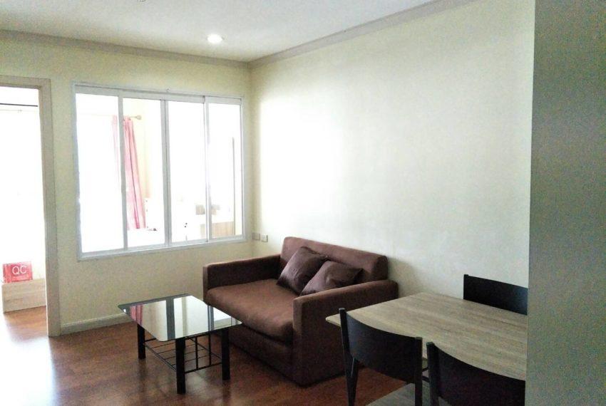 Sale- Grand park View Asoke-livingroom (2)