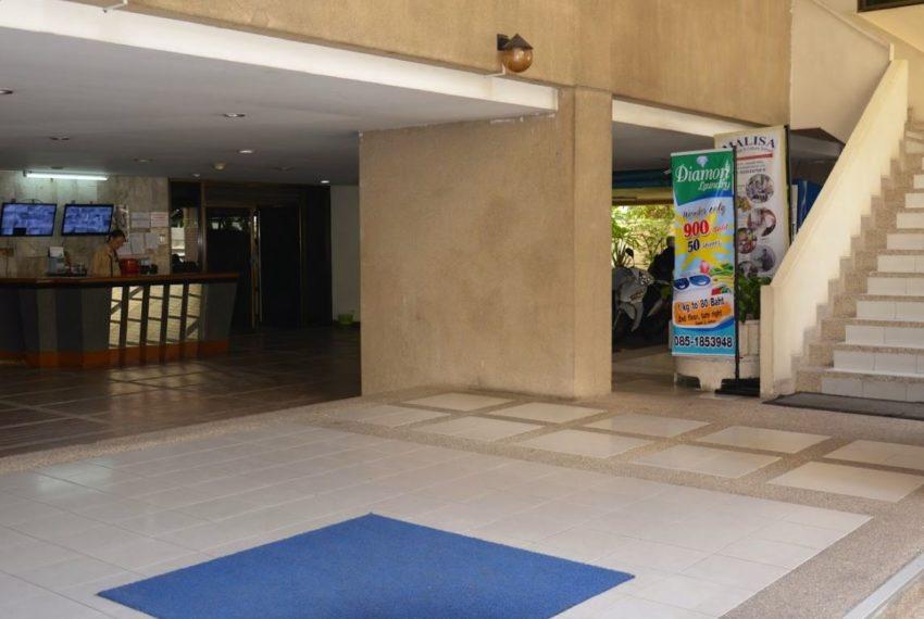 Saranjai Mansion Condominium near Nana BTS - lobby