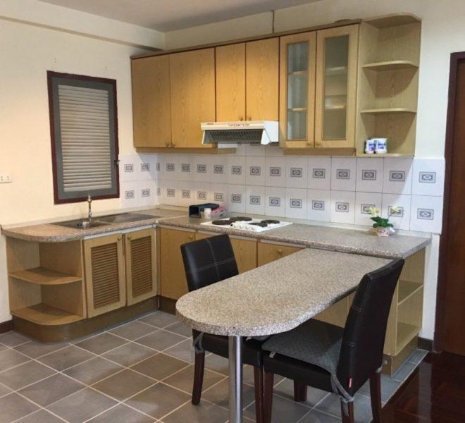 Flat for rent at Sukhumvit 6 - 1-bedroom - high-floor - Saranjai Mansion