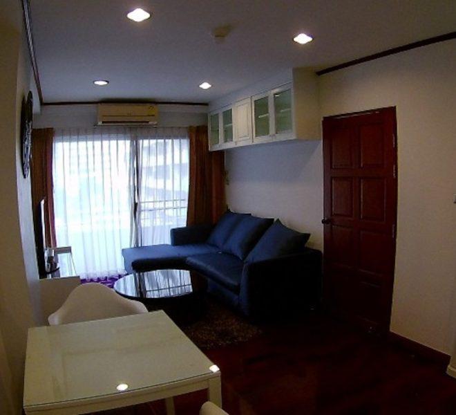 Apartment for rent at Sukhumvit 6 - 1-bedroom - mid-floor - Saranjai Mansion