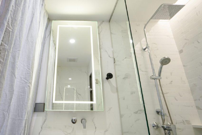 Siamese Queens-bathroom-rent