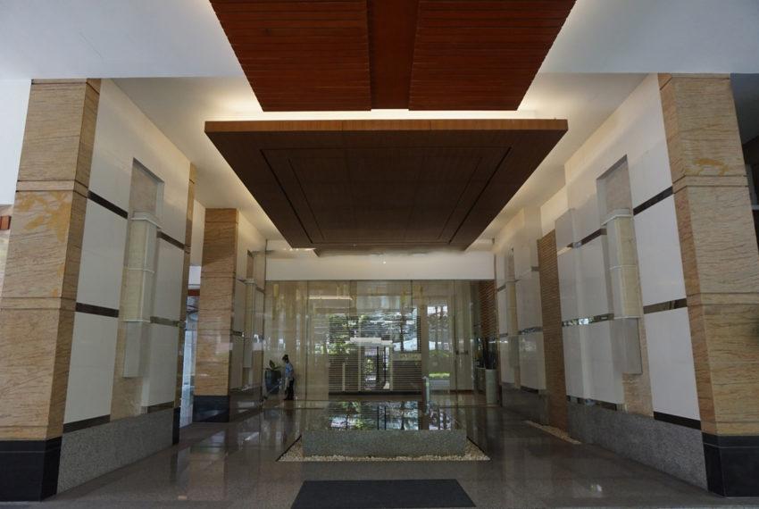 Siri Residence condominium near BTS Phrom Phong - lobby