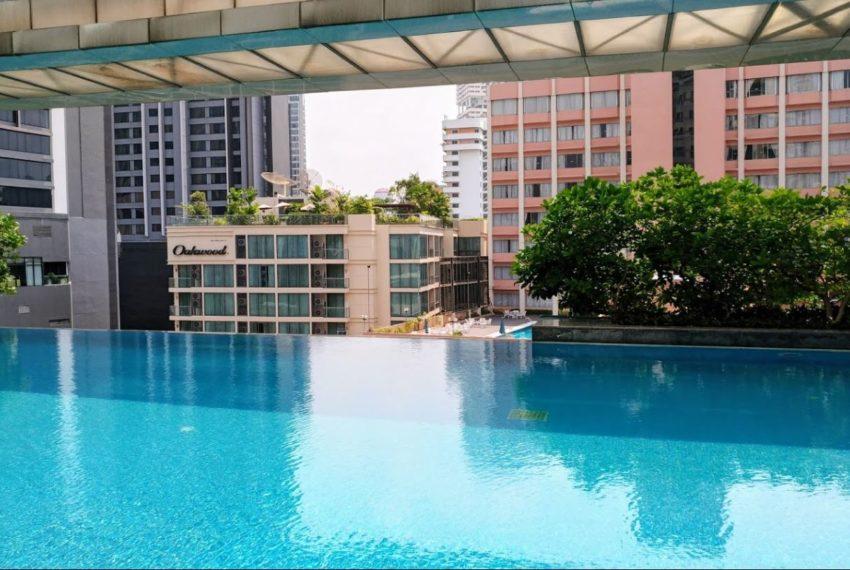 Siri Residence condominium near BTS Phrom Phong - swimming