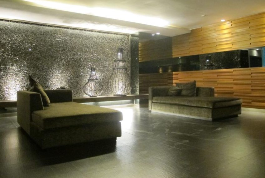 Siri on 8 condominium - lobby