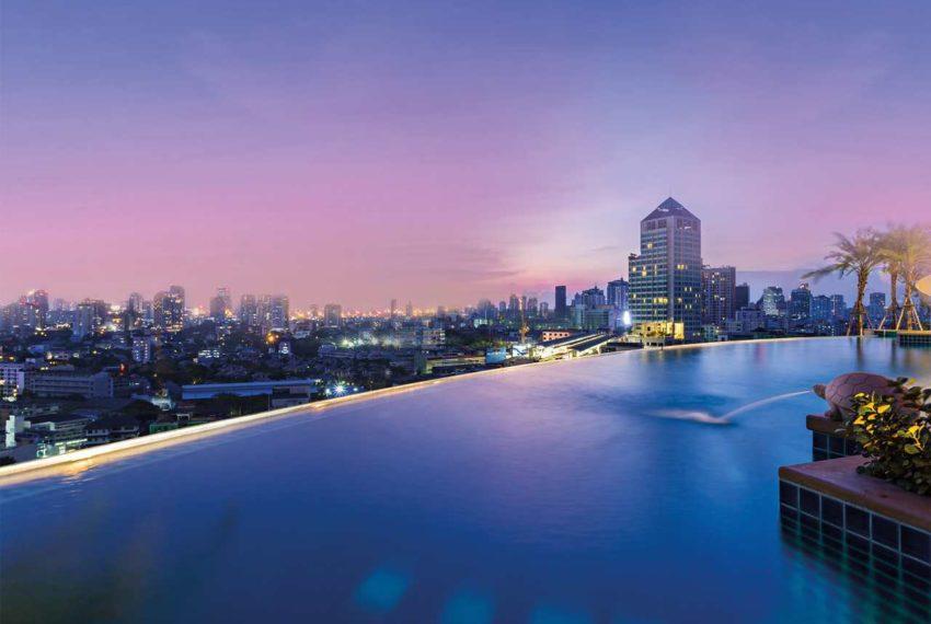 Sky Walk Condominium near Phra Khanong BTS - infinity pool