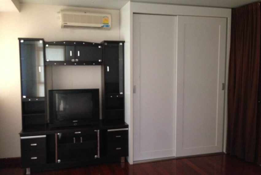 Sukhumvit-City-Resort-1bed-sale-closet