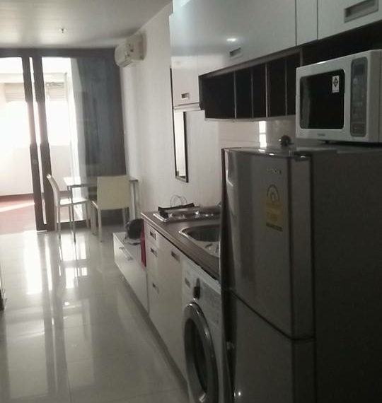 Sukhumvit-City-Resort-1bed-sale-living