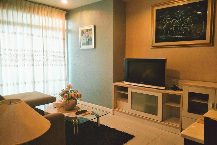 Sukhumvit City Resort 2 bedrooms sale - living room