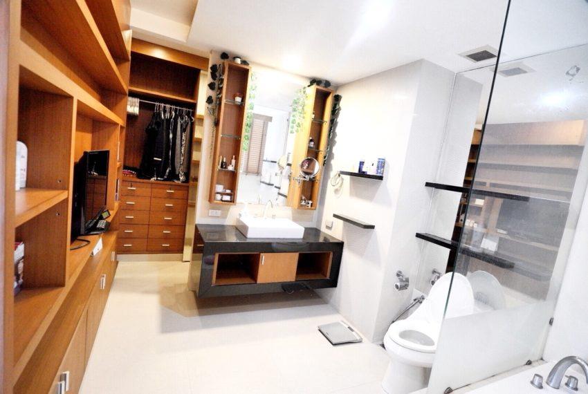 Sukhumvit-City-Resort-2-beds-sale-closet