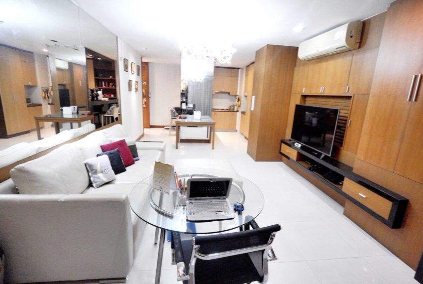 Sukhumvit-City-Resort-2-beds-sale-living-area