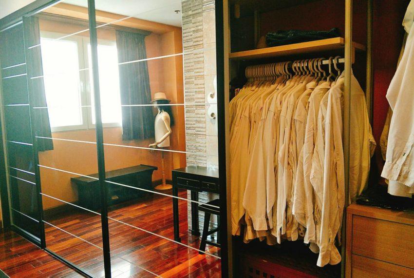 Sukhumvit City Resort 2b3edrooms - closet