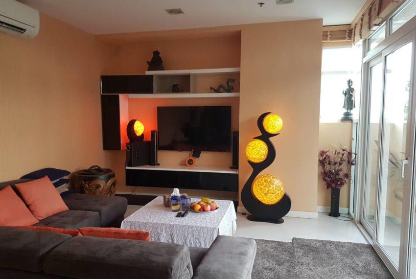 Sukhumvit City Resort 2b3edrooms - living