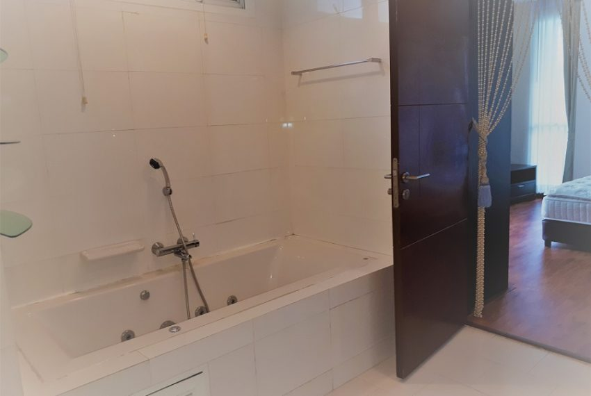 Sukhumvit City Resort 3b3b - toilet 01