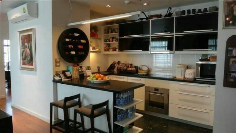 Sukhumvit-City-Resort-near-hospital-3bedroom-sale-kitchen