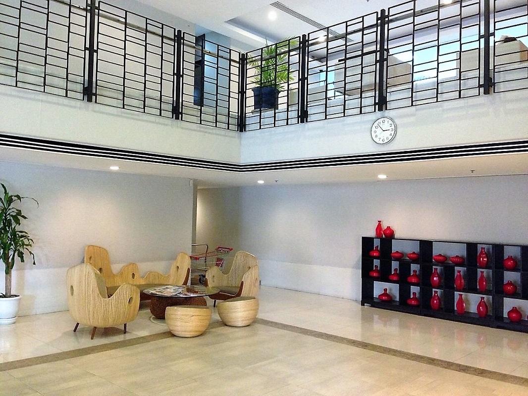 Large 3 Bedroom Condo Near Bumrumgrad Hospital In
