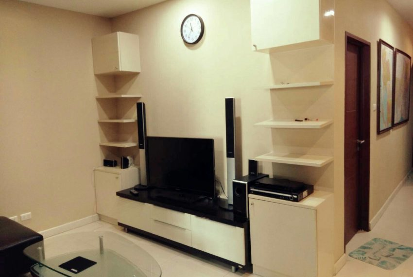 Sukhumvit-City-Resort-sell-1bed-high-floor-living-room