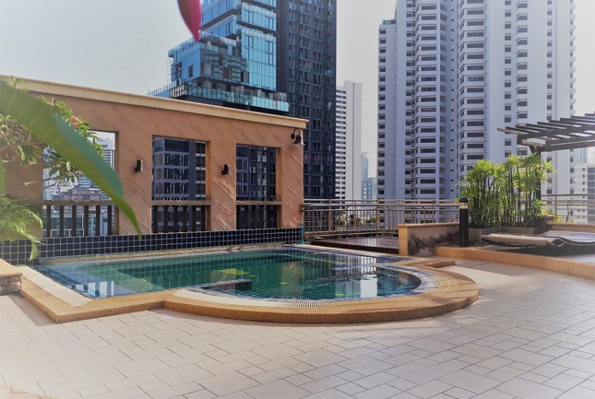 Sukhumvit City Resort swimming pool 01