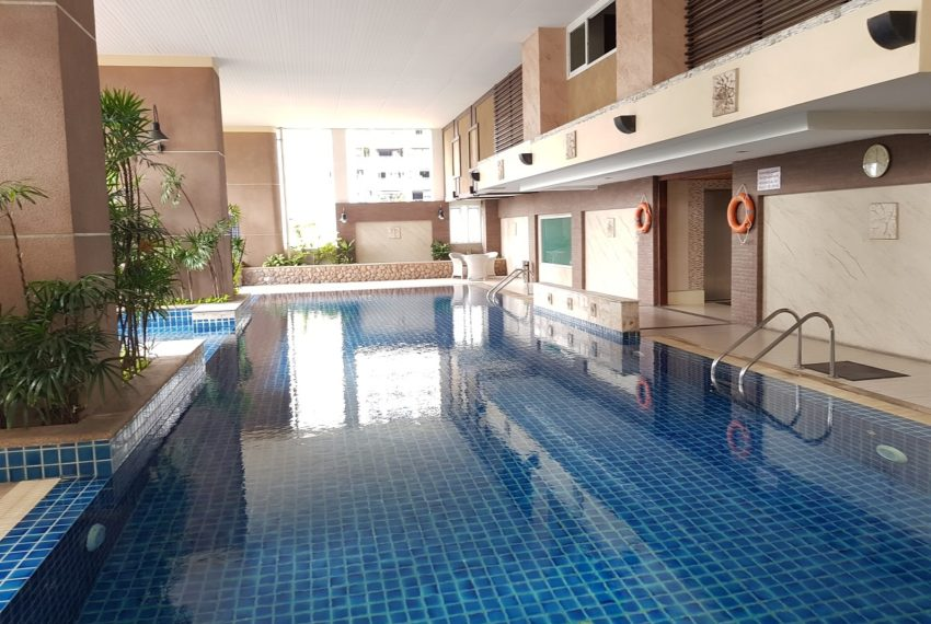 Sukhumvit City Resort swimming pool 02