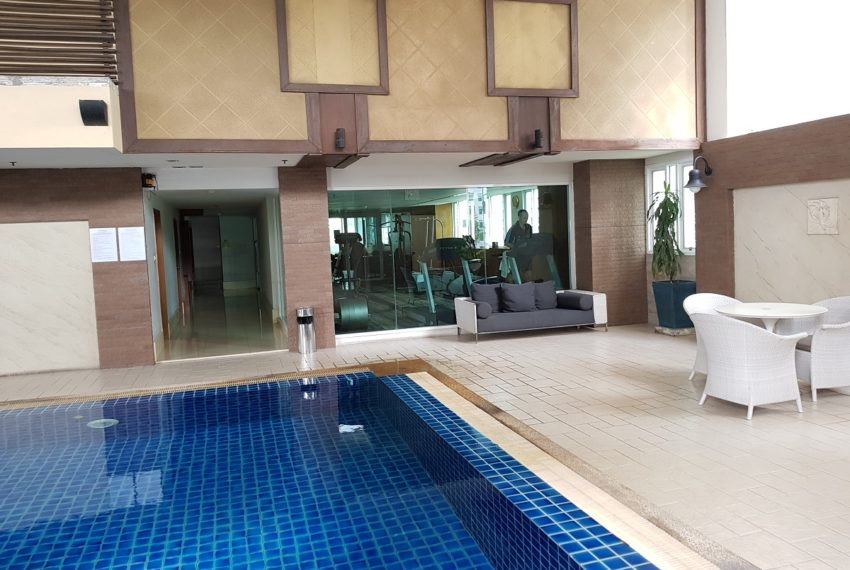 Sukhumvit City Resort swimming pool and gym